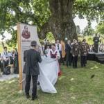 Sepsikõröspatak, 2016. június 23. Leleplezik Bedõ Albert, a 150 éves Országos Erdészeti Egyesület egyik alapítója emléktábláját az egyesület vándorgyûlése után a Sepsikõröspatakhoz tartozó kálnoki temetõben, Erdélyben 2016. június 23-án. MTI Fotó: Veres Nándor