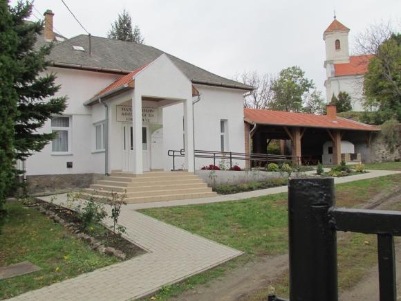A Hanák Kolos Emlékház és udvara (Fotó: Mentusz Károly)
