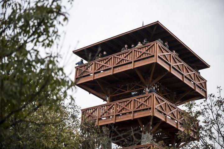 Tihany, 2016. november 2. Az újonnan átadott Õrtorony kilátó Tihanyban 2016. november 2-án. MTI Fotó: Bodnár Boglárka