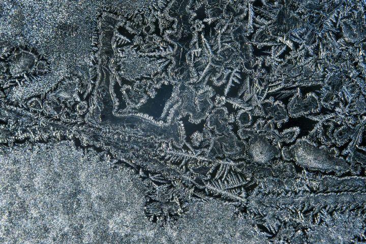 Jégvirágos ablak Salgótarjánban 2017. január 7-én - MTI Fotó: Komka Péter