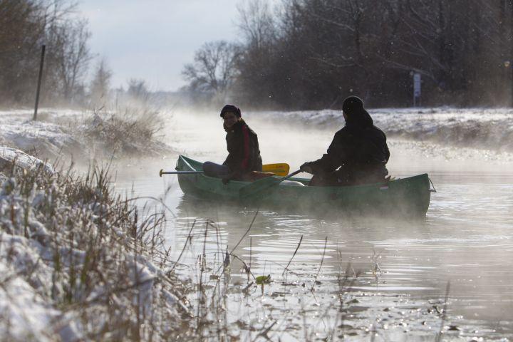 Kenusok a Hévízi-csatornán - MTI Fotó: Varga György