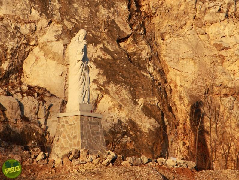 Áldást osztó Jézus szobor - Fotó: Gribek Dániel