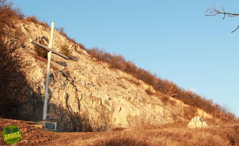 A Pilis Keresztje az egykori mészkőbánya helyén - Fotó: Gribek Dániel