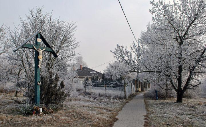 Télen-nyáron kereszt jelzi a kálváriához vezető utat (Fotó Gribek Tímea)