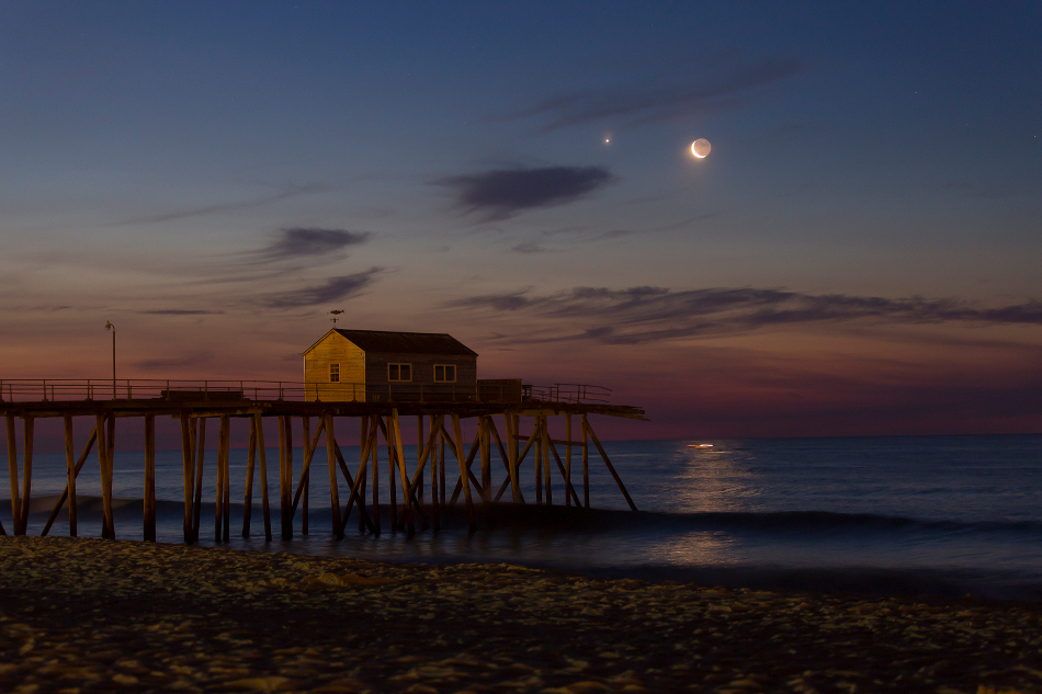 Holdsarló - Vénusz együttállás (Fotó: Mike Black, APOD / NASA)